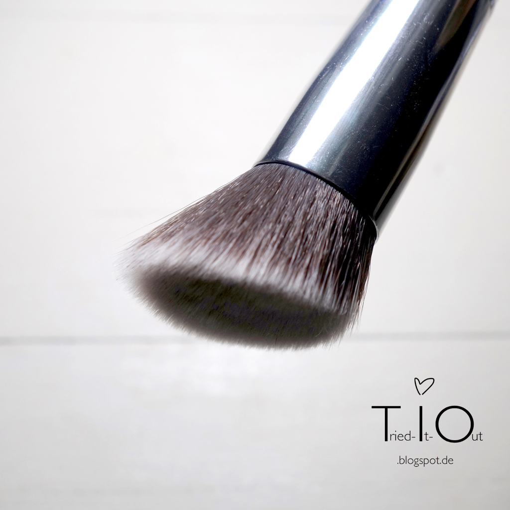 Everyday Minerals Angled Flat Top Brush